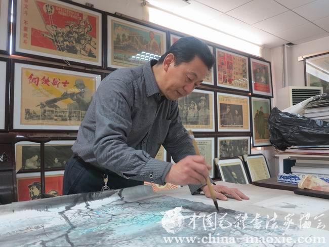 中国毛体书法家协会会员赵恩海书画现场